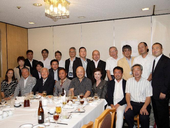 総会にお集まり頂いた会員の皆様と、総会終了後懇親会を開催しました。