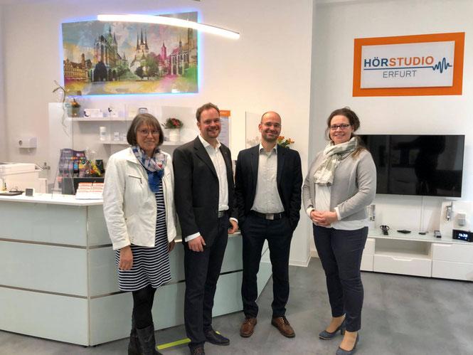 Claudia Bock (rechts) Hörakustik-Meisterin, Pädakustikerin und Geschäftsführerin und das Team vom Hörstudio Erfurt GmbH