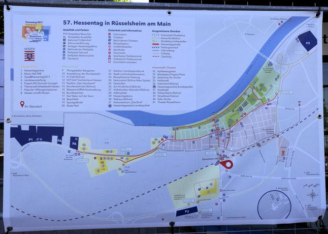 Überall in der Stadt zeigten große Plakate mit dem Plan zum 57. Hessentag den Weg zu den Veranstaltungsorten