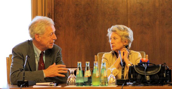 Henning Scherf und Oberbürgermeisterin Petra Roth im Magistratssaal im Frankfurter Römer © dokubild.de