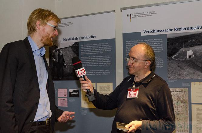 Im Gespräch mit dem Zeithistoriker Dr. Henrik Bispinck © mainhattanphoto/Friedhelm Herr