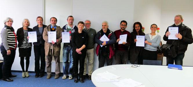 Zertifikate für Kursteilnehmer und Mitarbeiter der GFFB Alle Fotos: © Klaus Leitzbach/frankfurtphoto