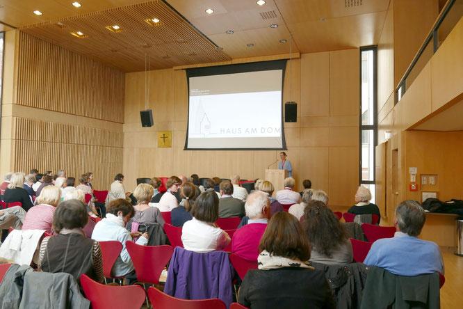 Knapp 80 Anwesende bei der Veranstaltung der AGFFM im Haus am Dom