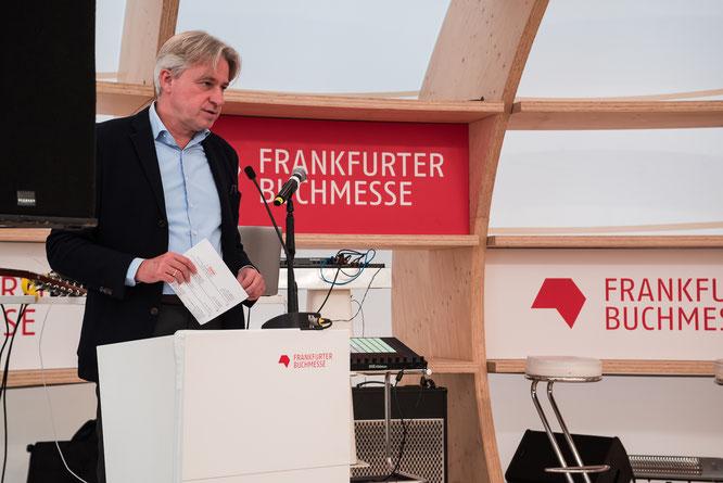 Juergen Boos Direktor der Frankfurter Buchmesse PK Gastland Norwegen 2019 © Friedhelm Herr/FRANKFURT MEDIEN.net