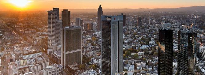 Abendlicher Blick vom Maintower auf die Stadtkulisse © dokfoto.de / Friedhelm Herr