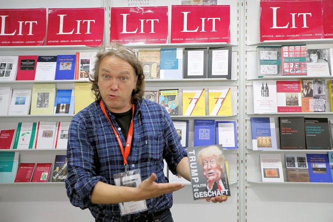 Dr. Wilhelm Hopf vom Lit Verlag © Klaus Leitzbach/FRANKFURT MEDIEN.net