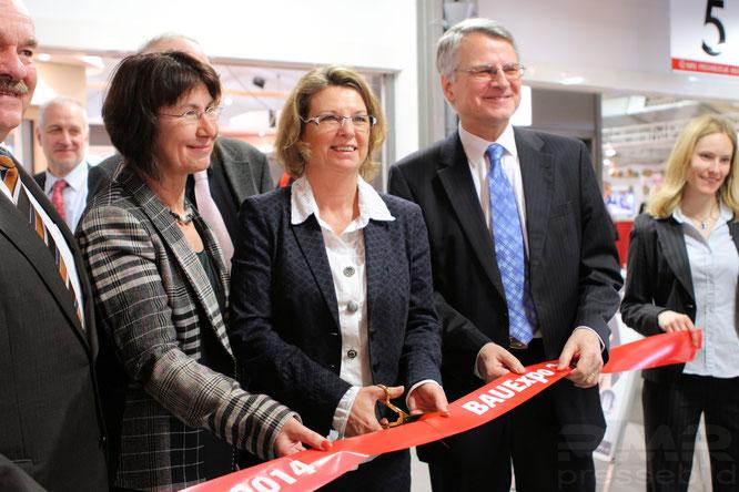 Prizka Hinz eröffnet die 20. BAUExpo in Gießen © mainhattanphoto/Klaus Leitzbach