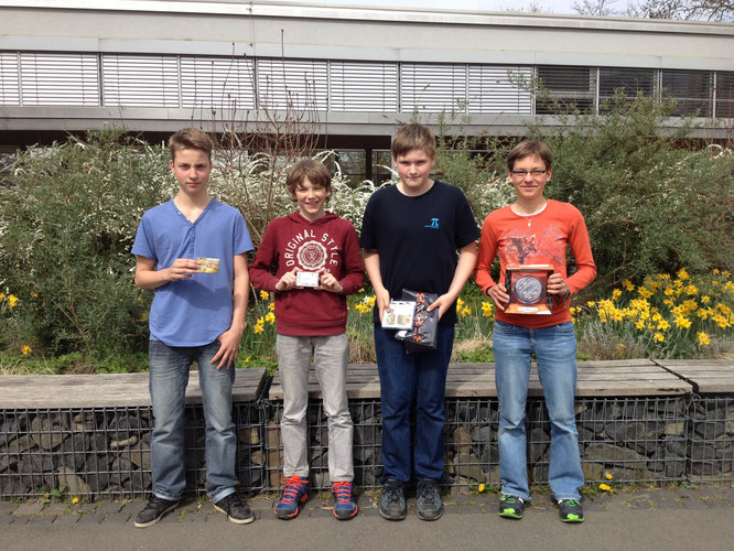 Timo Sperl (8b), Phil Aron Hotho (5d), Jakob Kontze (6a) und Merle Ninnemann (8b)