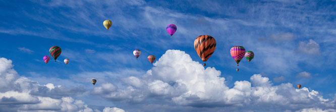 Fesselballons am Himmel