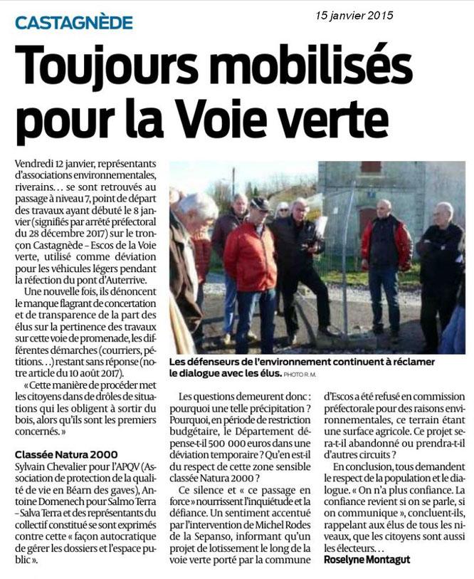 Castagnède à côté de Salies de Béarn - Les défenseurs de l'environnement sur le pont, avec le soutien de l'ACCOB.