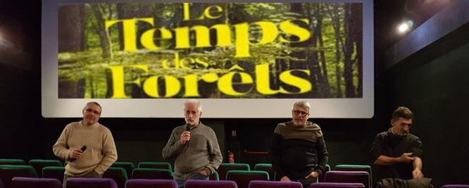 Cinéma Oloron, Le temps des Forêts avec M. Paris à gauche, Jean Claude Dutter (Accob), Vincent Ollier (Sepanso64) et Ramuncho téléchéa (syndic ONF)