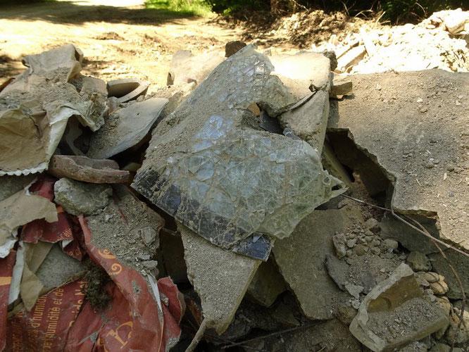 Des déchets de construction, mais pas net du tout ce qu'il y a dedans- Oloron