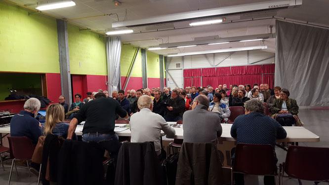 Environ 90 personnes se sont rassemblées en AG pour continuer à combattre les projets néfastes de carrières à Oloron