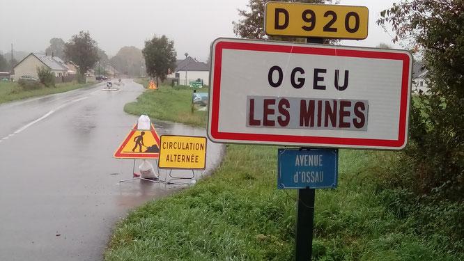 Modification du panneau dOgeu Les Bains , prochainement Ogeu Les Mines selon le collectif de défense des eaux d'Ogeu