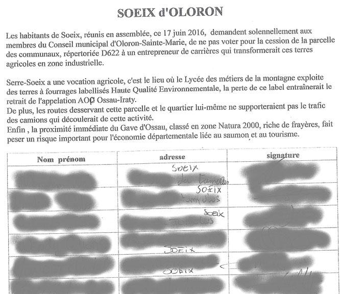 Photo de la pétition signée par 92.4 % de la population de Soeix contre le projet de carrières -ACCOB
