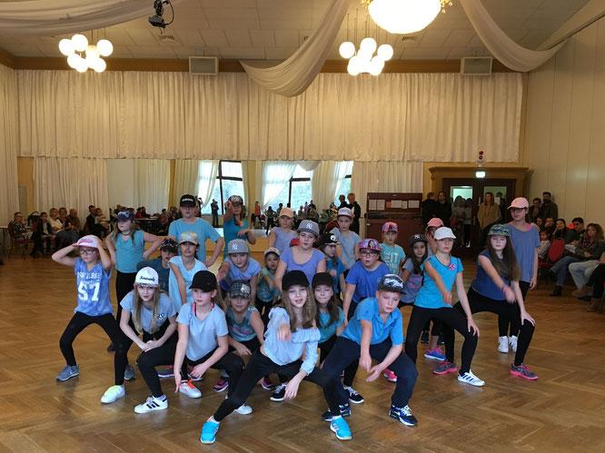 Die HipHop-Formation der Tanzsportabteilung unter der Leitung von  Anjuli Lippert (Foto: GP)