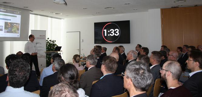 Effizienter geht es kaum: Bei der Kooperationsbörse Digitalisierung und Industrie 4.0 stellten sich 40 Unternehmen in je drei Minuten vor.