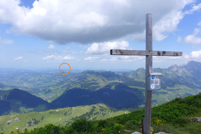 der Blick zurück vom Selun aus über den Stockberg Richtung Napoleonturm