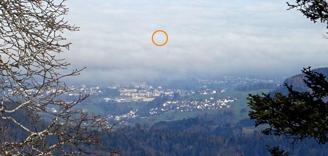 """der """"Blick zurück"""" vom Hörnli über Sirnach zum Napoleonturm... dieser liegt natürlich wieder einmal im Thurgauer Nebel!"""