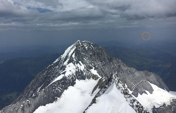 """der """"Blick zurück"""" vom Mönch auf den Eigergipfel und Richtung Napoleonturm. Foto D. Keller / P. Fuchs"""
