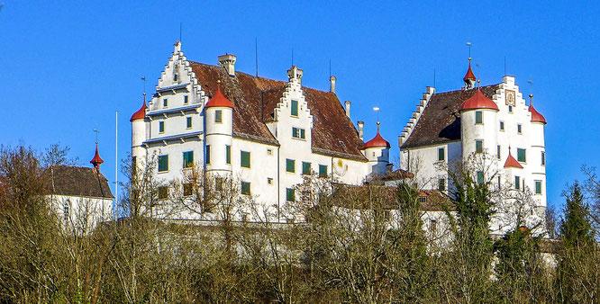 Zur Zeit der eidgenössischen Herrschaft wurde hier und in Weinfelden abwechslungsweise alle zwei Jahre dem neuen Landvogt gehuldigt.