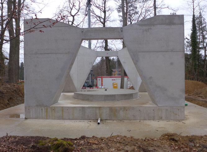 für das Fundament und den Sockel wurden 400 Kubikmeter Beton verbaut