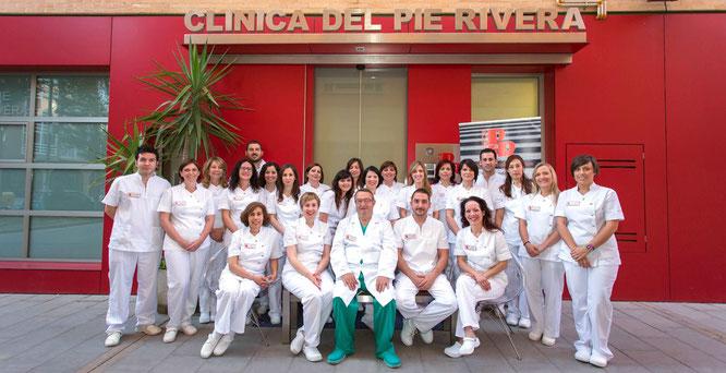 Podólogos y equipo de Clínica del Pie Rivera. Murcia