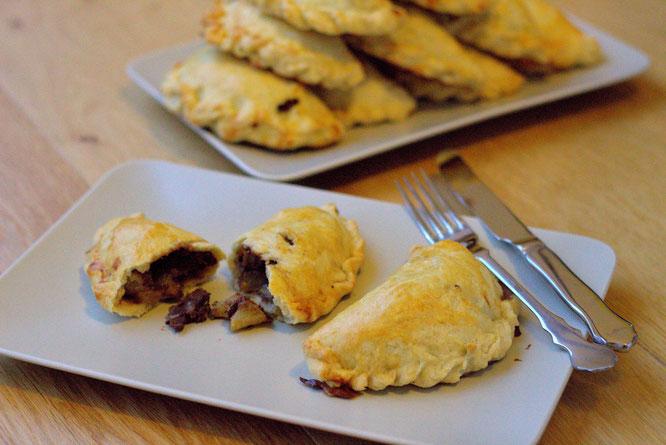 Rezept für Cornish Pastries gefüllt mit Schokolade und Birne