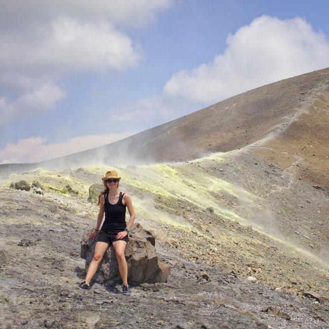 fluegelwesen.de - Vulcano, ein aktiver Vulkan mit Scwefeldämpfen