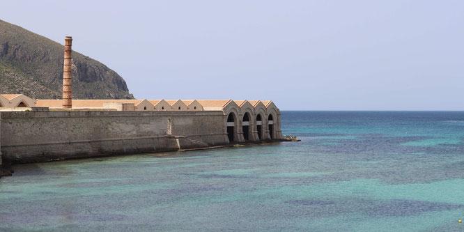 fluegelwesen.de - Die alte Thunfisch-Fabrik, besonders bei Touristen beliebt - Reise-Tipps Favignana, Sizilien