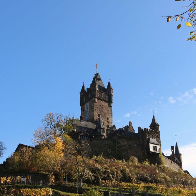 Stolz thront Burg Cochem über der Stadt