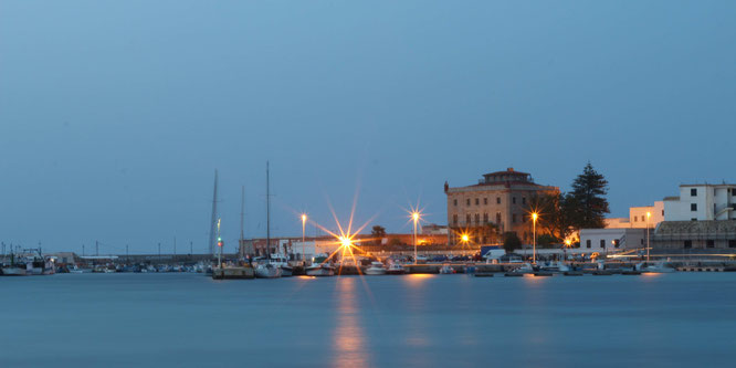 fluegelwesen.de - Favignana - romantischer Hafen - Reise-Tipps Favignana, Sizilien