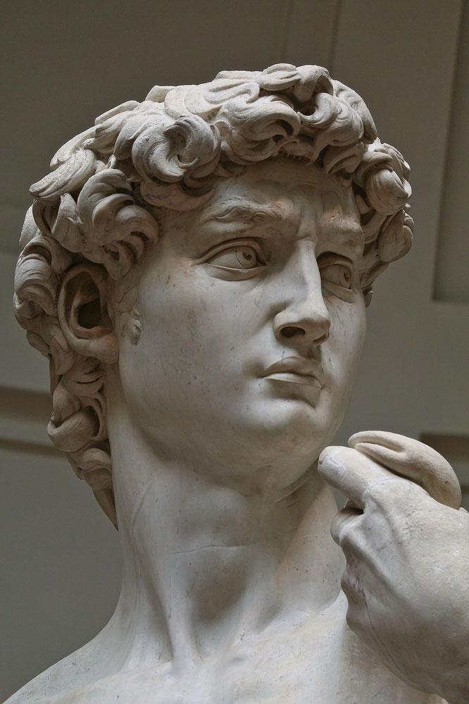 ローマの方向を見つめるダビデ