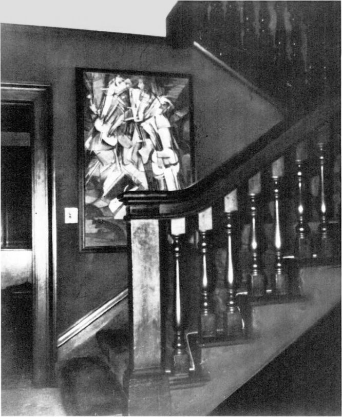 フレデリック・C・トレイの自宅に飾られてた頃の「階段を降りる裸体 No.2」