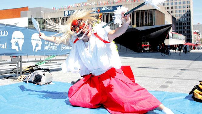 映画「ねぼけ」では、宮崎県新富町の新田神楽が現れる。モントリオール世界映画祭でも、『鬼神舞』のゲリラ実演が現地で話題になった。