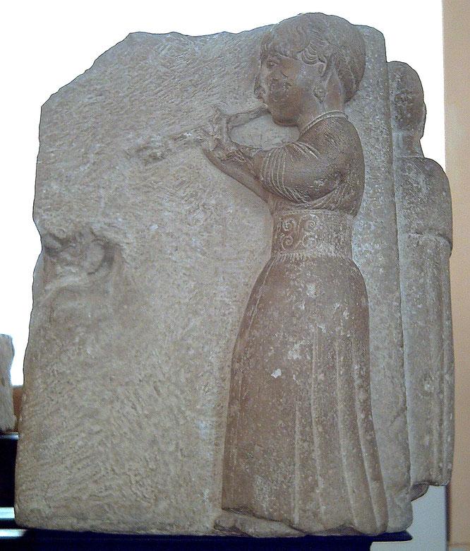 「オスナのレリーフ」の女性音楽家、イベリア半島、紀元前200年頃