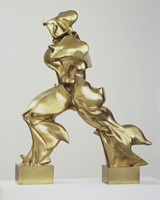 ニューヨーク近代美術館所蔵の「空間における連続性の唯一の形態」