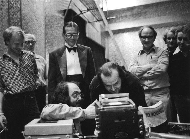 『シャイニング』撮影時のキューブリックとジャック・ニコルソン。