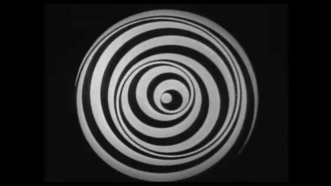 「アネミック・シネマ」(1926年)。ローズ・セラヴィ名義の実験映像作品。