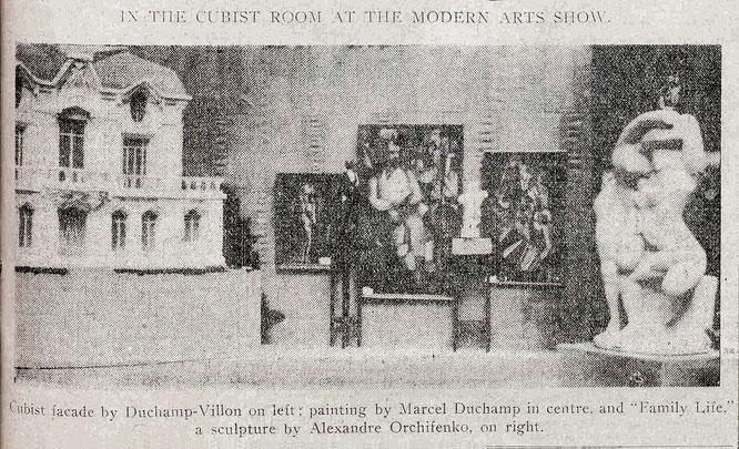 1913年アーモリー・ショー。キュビズムグループ展示。右から二番目が「階段を降りる裸体 No.2」