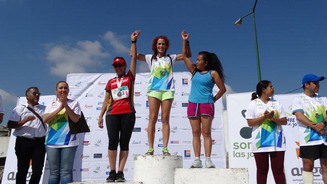 Regina Yamín en uno de sus múltiples podios conquistados en México y el mundo