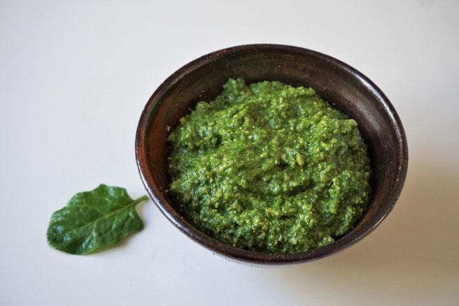 Pesto mit Spinat und Pinienkernen - eine schöne Frühlingsversion