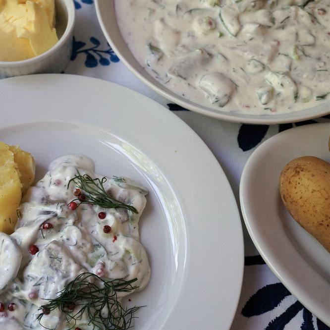 Matjesfilets mit Buttermilch-Sahne-Sauce und neuen Kartoffeln