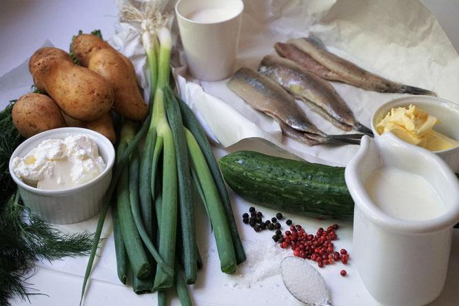 Matjesfilets mit frischer Buttermilch-Sahne-Sauce und neuen Kartoffeln