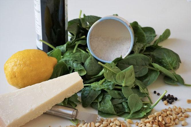 Pesto mit Spinat und Pinienkernen - eine schöne Frühlingsvariante