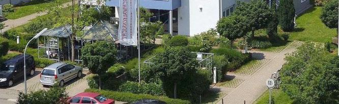 Café Schwalbenäscht, Café-Restaurant-Catering in Lörrach. Direkt bei Blumen- und Gartencenter Schmitt, Hauptfriedhof Lörrach, Mondelez, DHBW, Agentur für Arbeit. Parkplätze vorhanden, rollstuhlgerecht.