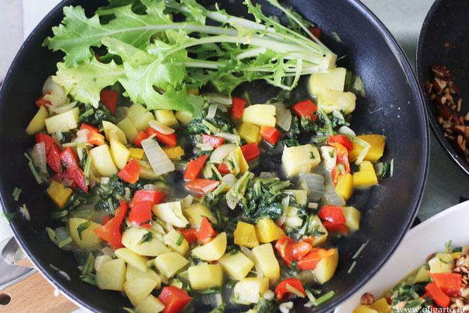 Stielmus mit Gemüse und salzigem Granola