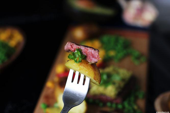 Bio Steak mit Avocado Salsa und Gemüse