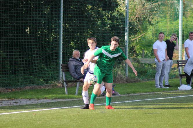 Tom Deiterding (l.) verlor mit den A-Junioren gegen den TSV Gremersdorf mit 0:1. Vermutlich wird die Partie umgewertet.© Fehmarn24/lb