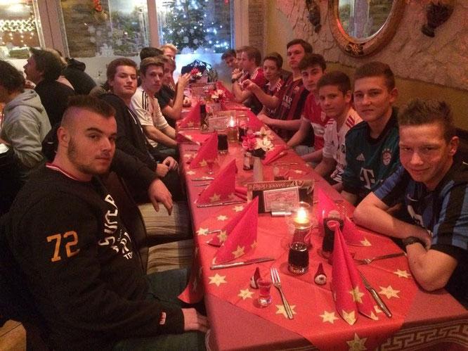 """Weihnachtsfeier unserer Verbandsligamannschaft. Die B I im """"Korfu"""""""